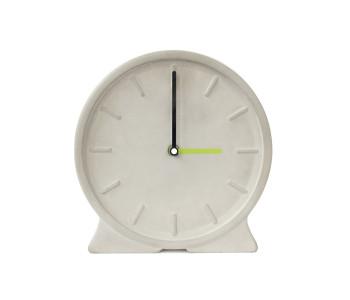 De klok Concreto is gemaakt van beton en geeft de tijd secuur aan