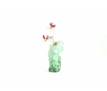 Papieren vaas Paper Vase Cover in groen van Pepe Heykoop en Tiny Miracles Foundation