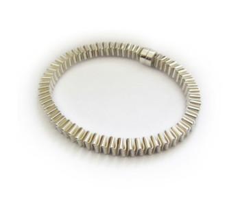 Moderne zilveren armband Muizentrap door Corina Rietveld