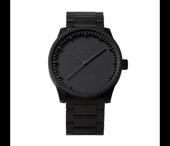 Cadeau voor stoere mannen: Tube S38 horloge in zwart staal van Piet Hein Eek voor LEFF Amsterdam