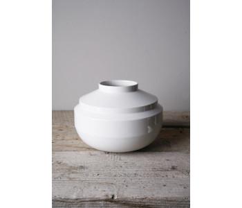 Fenna Oosterhof Wide Edged vaas in wit porselein