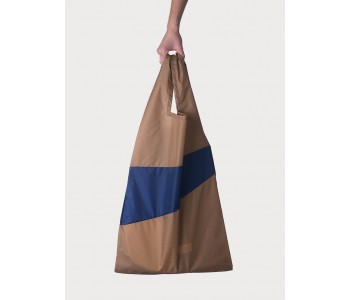 Nylon shopping bag by Susan Bijl in camel with navy blue