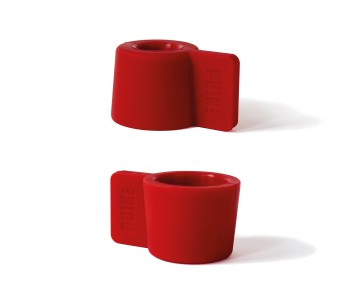 The Silly candle holder in the color red guarantees a cozy Christmas atmosphere