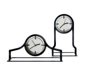Design Uhr Outline von Gispen in einem hohen und einem niedrigen Modell
