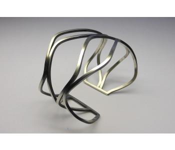 Armband mit 4 welligen Bändern in Matt Silber Yolanda Döpp