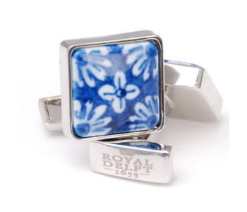Delfts Blauw porseleinen manchetknopen met bloemmotief van Royal Delft