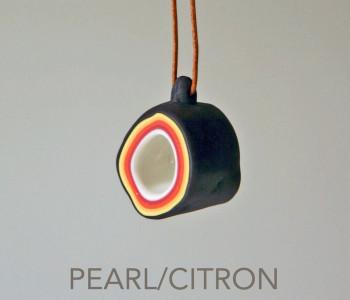 wOrk Stone Cup ketting grijs en wit met rood en geel porselein Pearl & Citron