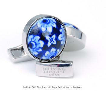 Delfts Blauw porseleinen manchetknopen met bloemmotief rond van Royal Delft bij shop.holland.comal Delft