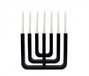 De Menorah is een zevenarmige kandelaar, die al in de Bijbel voorkomt als symbool van het jodendom