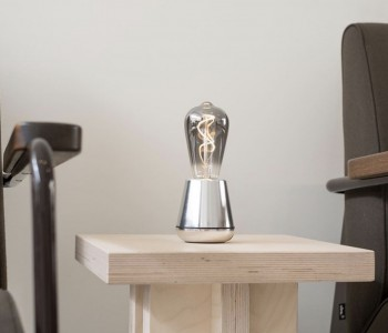 Humble ONE draadloze tafellamp in zilver brengt sfeer in jouw interieur