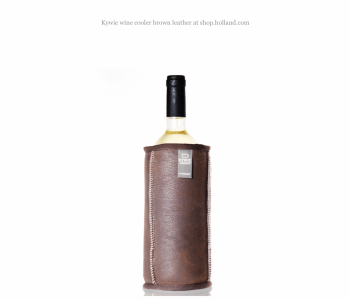 Kywie Wooler is een wijn koeler van schapenvacht in de kleur camel van het Dutch design merk Kywie