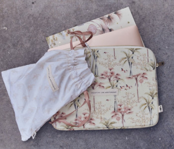 Oriental Flamingo Flight  laptophoes 13 inch van Creative Lab Amsterdam - perfect cadeau voor haar