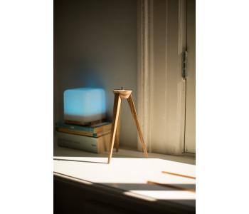 Houten driepoot standaard voor de Lucis LED draadloze lamp