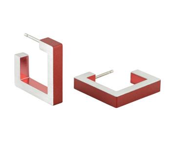 Dutch Design Clic oorbel van Clic Creations sieraden in aluminium in de kleuren rood, zwart, blauw en paars met zilver