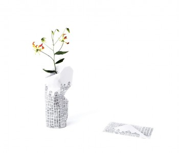 Paper Vase Cover grachtenpanden van Pepe Heykoop en Tiny Miracles Foundation