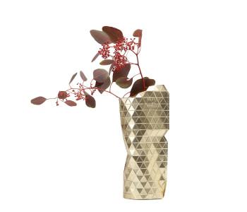 Met de Paper Vase Cover Small van Pepe Heykoop maak je zo een moderne design vaas