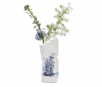 Paper Vase Cover in delfts blauw van Pepe Heykoop en Tiny Miracles Foundation
