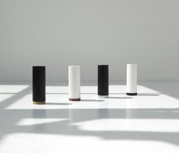 Vazen Show in zwart of wit met marmer of hout voet