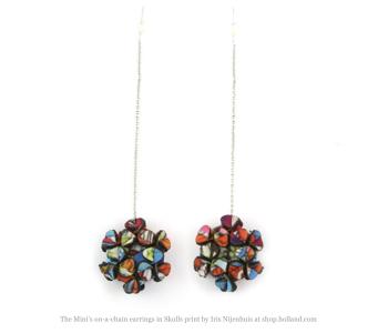 The Mini's on a chain oorbellen van Iris Nijenhuis in Skulls print bij shop.holland.com
