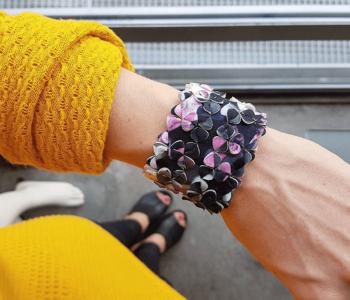 The Wide armband Paeonia van ontwerpster Iris Nijenhuis vind je bij shop.holland.com