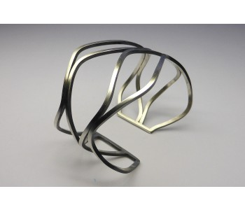 Bijzonder cadeau: Golvende armband in mat zilver van Yolanda Döpp