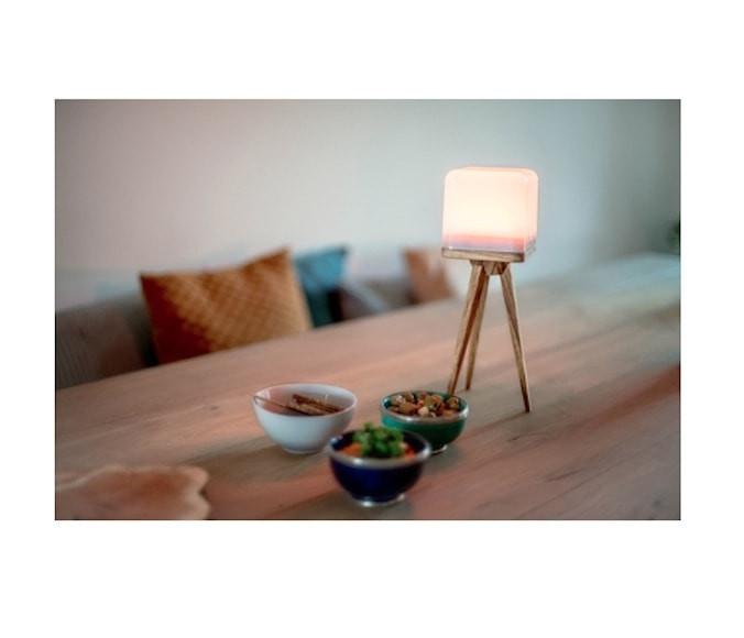 https://shop.holland.com/media/catalog/product/cache/2/image/9df78eab33525d08d6e5fb8d27136e95/l/u/lucis_draadloze_led_lamp_in_huis_en_buitenshuis_-_zelfs_op_de_camping-min.jpg
