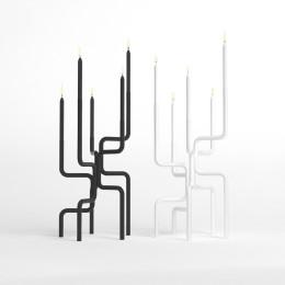 Design Kandelaar van Nederlands ontwerper Frederik Roijé genaamd de Walk of Flame