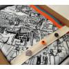 Pins van Mondriaan en Google Plus bij stads sjaal Den Haag