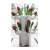 De tulpen vaas JvdV P1 opgestapeld met rode tulpen erin
