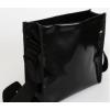 De basis van de Remo tas is van zwart dekzeil gemaakt met een groot binnenvak en een klein vakje voor je iPhone