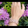 The Slim armband is 2,5 cm breed en past nauw om de pols