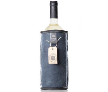 Wooler is een wijn koeler van schapenvacht in de kleur blauw van het Dutch design merk Kywie