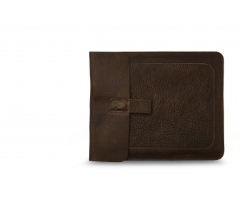 Sleeve for iPad in the color dark brown by Keecie