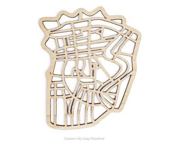 Onderzetter gemaakt van hout in de vorm van het centrum van de stad Haarlem