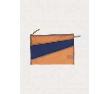 Pouch with zipper by Susan Bijl in camel and blue