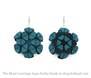 The Maxi's oorbellen in Aqua Scuba Suéde van Iris Nijenhuis - leuk cadeau