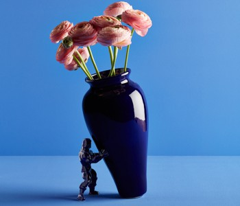My Superhero vaas in eigentijds Delfts blauw van dutch designer Jasmin Djerzic
