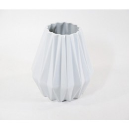 FairForward Origami Vase 21 cm is especially suitable for small flower arrangements