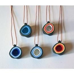 wOrk Stone Cup porselein hangers van Olav Slingerland en Xiaojie Zhu