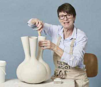 MaMa Vaas van Roderick Vos, brons aardewerk