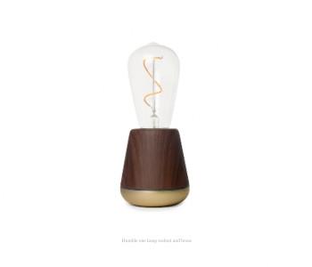 Humble One draadloze tafellamp in walnoot en messing