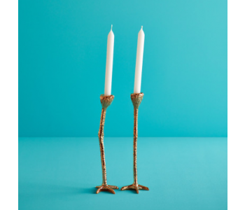 Kaarsenstandaard Long Legs Gold van Jasmin Djerzic in de kleur goud; een bijzonder lichtje tijdens Sinterklaas, Kerstmis en de jaarwisseling