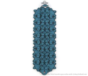 The wide armband aqua scuba suede vind je bij shop.holland.com