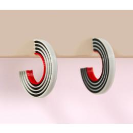 Tracks oorbellen zwart & wit van Turina sieraden bij shop.holland.com