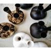 Dutch Design MaMa Vase in matt Schwarz oder glänzendes weiß und bronze Keramik