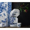 Paper Vase Cover Delfter Blau Faltvase von Pepe Heykoop und Tiny Miracles Foundation unter shop.holland.com